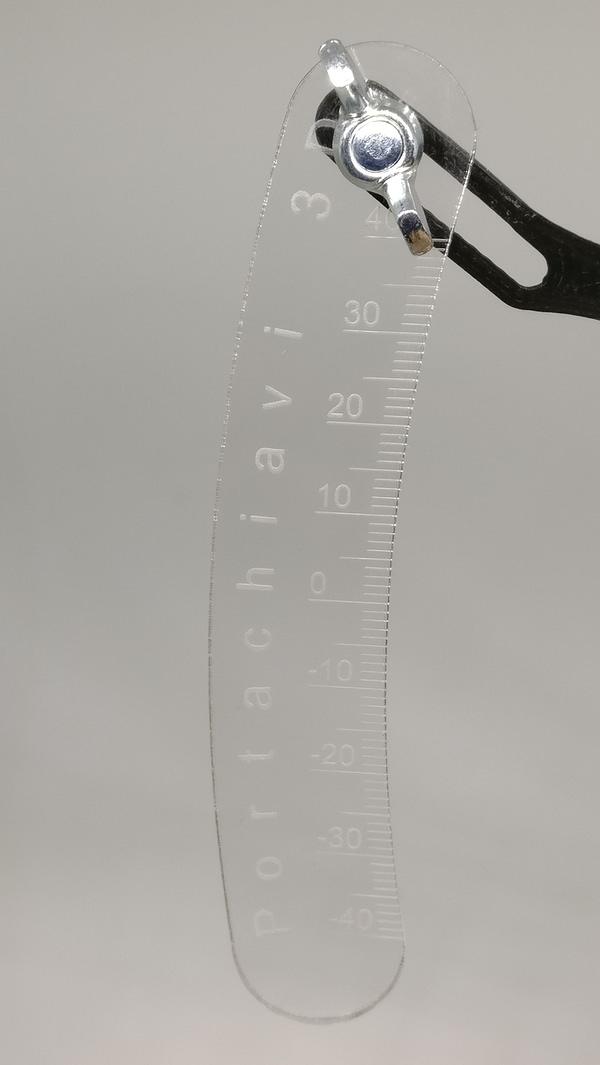 portachiavi medidor de deflexiones detalle